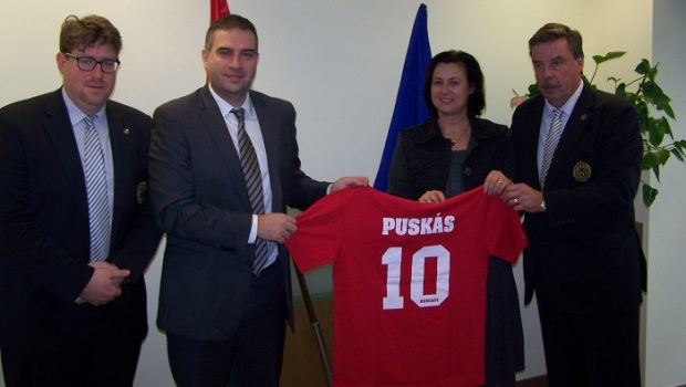 Σχεδιάζουν τις τιμές για τον Φέρεντς Πούσκας | Panathinaikos24.gr