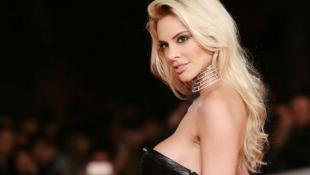 Ρία Αντωνίου: Ποζάρει topless και «γκρεμίζει» το instagram (pics)