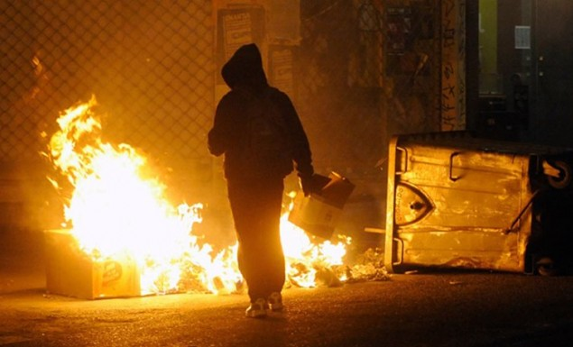 Επεισόδια με μολότοφ στο Πολυτεχνείο | panathinaikos24.gr