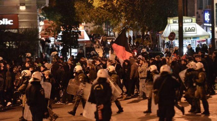 Ένταση, οδοφράγματα και φωτιές στα Εξάρχεια   Panathinaikos24.gr