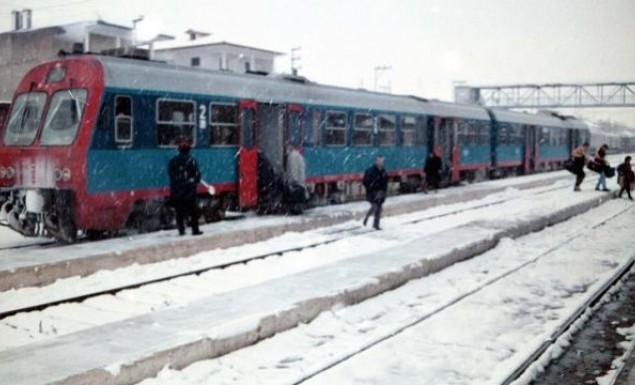 Εγκλωβισμένοι 300 άνθρωποι σε τρένο κοντά στον Δομοκό
