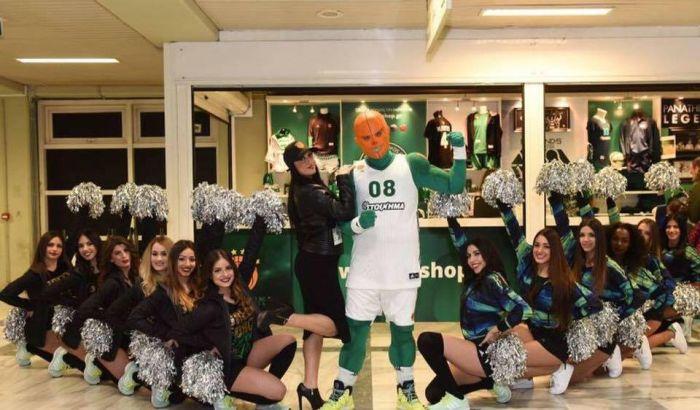 Η καυτή Νάνσυ των «fun patrol» σε κολάζει! (pics) | Panathinaikos24.gr