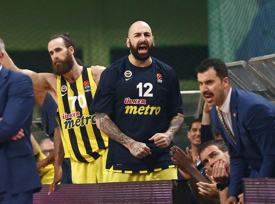 Ο Άντιτς μούντζωσε τους οπαδούς του Παναθηναϊκού!