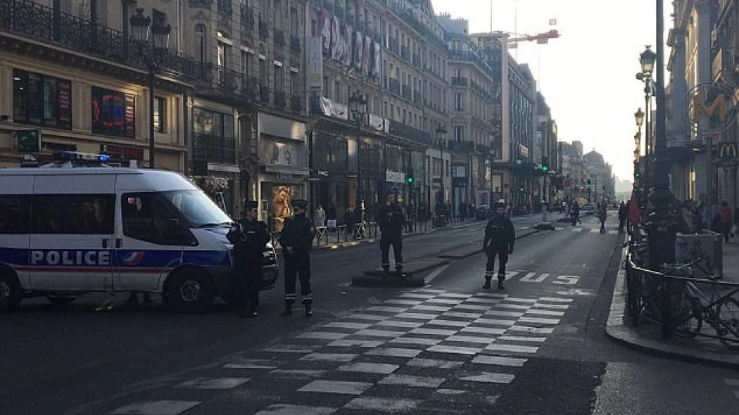 Reuters: Νεκρός αστυνομικός σε επεισόδιο με πυροβολισμούς στα Ηλύσια Πεδία στο Παρίσι