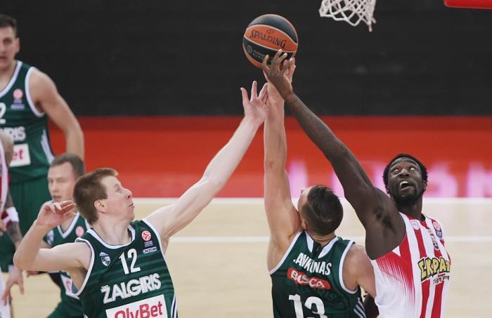 Μάχη Εφές-Ολυμπιακού-Θέλουν παίκτη του Σάρας! | Panathinaikos24.gr
