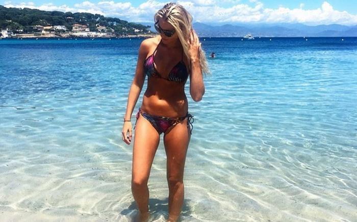 Η κυρία Χουλτ τόπλες στην παραλία! (Pic) | Panathinaikos24.gr
