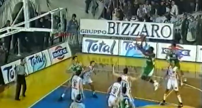 ΡΕΤΡΟ: Όταν ο Ντομινίκ «κατεδάφισε» το καλάθι του ΠΑΟΚ (Vid) | panathinaikos24.gr
