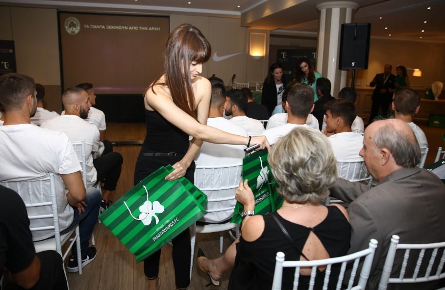 PHOTOSTORY: Τα… παρασκήνια της εκδήλωσης για τη νέα φανέλα (pics)