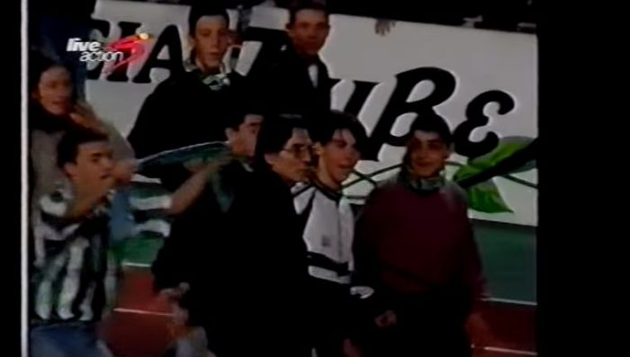 ΡΕΤΡΟ: Οταν ο «καπετάνιος» κατέβαινε στην κερκίδα και οι οπαδοί τον έβαζαν στη μέση (vid) | panathinaikos24.gr