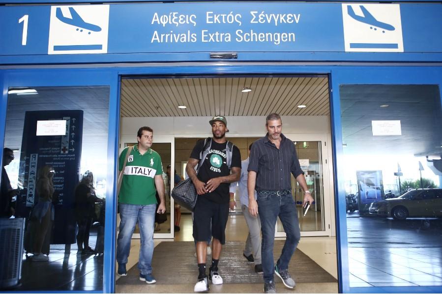 PHOTOSTORY: «Κλικ» από την άφιξη του Ντένμον στην Αθήνα (pics)