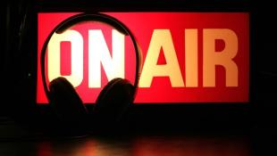 «Μικρόφωνο στα γήπεδα»: Αναγνωρίζεις τους 7 σπορτκάστερ που άκουγες πιτσιρικάς κάθε Κυριακή;