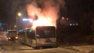 Λεωφορείο του ΟΑΣΑ άρπαξε φωτιά στην Βάρης – Κορωπίου (vid) | Panathinaikos24.gr