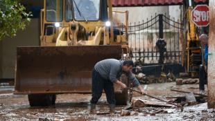Εντοπίστηκε η σορός ενός ακόμα ατόμου στη Μάνδρα – 20 οι νεκροί από τις φονικές πλημμύρες | Panathinaikos24.gr