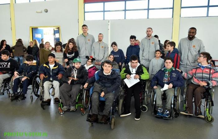 Μοίρασαν χαμόγελα στο Ειδικό σχολείο Ηλιούπολης (pics, vid) | Panathinaikos24.gr