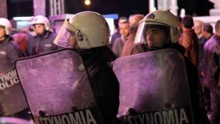 Αγριο ξύλο: OΡΜΑ ΑΝΤΙFA εναντίον Χρυσής Αυγής στη Σαλαμίνα (pics & vid) | Panathinaikos24.gr