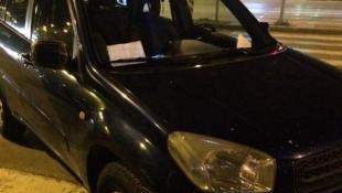 Θεσσαλονίκη: Επικό σημείωμα περαστικών σε οδηγό για παράνομο παρκάρισμα | Panathinaikos24.gr