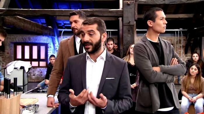 «Σβήσε το μάτι και φύγε τώρα απ' το παιχνίδι»: Το επικό κόλπο που έκανε παίκτης του Master Chef αλλά οι κριτές το κατάλαβαν (Vid) | Panathinaikos24.gr