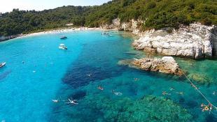 Το κρυμμένο μυστικό του Ιονίου: Η παραλία με τα τιρκουάζ νερά που μπαίνει στις 3 κορυφαίες της Ελλάδας (Pics & Vid) | Panathinaikos24.gr