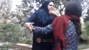 Ιρανές μουσουλμάνες δέρνουν νεαρή γιατί ήταν χαλαρή η μαντίλα της | Panathinaikos24.gr