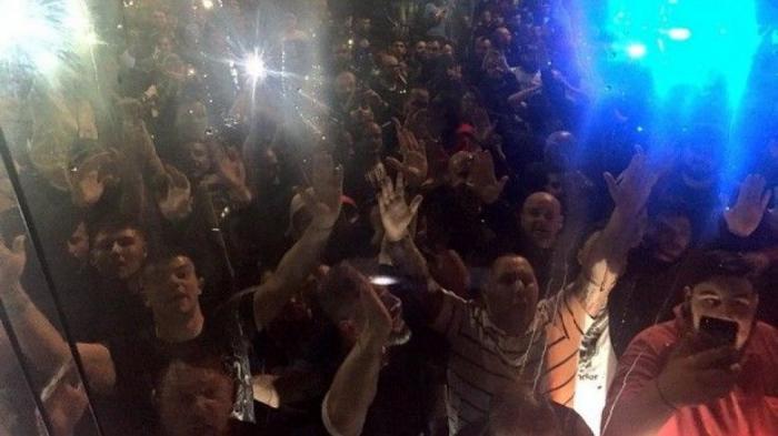 «Έριξαν» τα τείχη στην υποδοχή της Νάπολι στο αεροδρόμιο! (pics+vid) | panathinaikos24.gr
