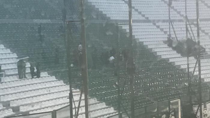 Τρέλα! 30 οπαδοί τραγουδούν στη 13 εν μέσω καταιγίδας (pic)   panathinaikos24.gr