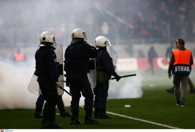 «Κόλαση» στην πλατεία Καραϊσκάκη! Συμπλοκές οπαδών και στην μέση η αστυνομία! | Panathinaikos24.gr
