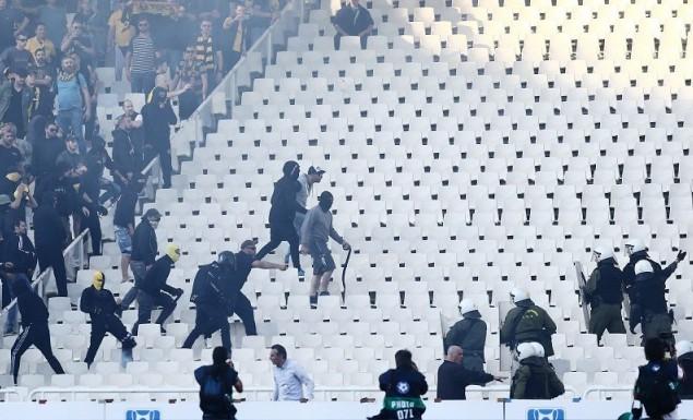«Ντου» οπαδών της ΑΕΚ στη νεκρή ζώνη του ΟΑΚΑ! (vids) | panathinaikos24.gr