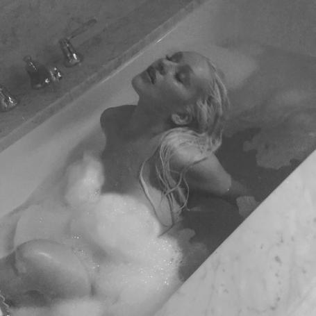Αντέχετε; Δείτε την Κριστίνα Αγκιλέρα ολόγυμνη στην μπανιέρα της (pics) | panathinaikos24.gr