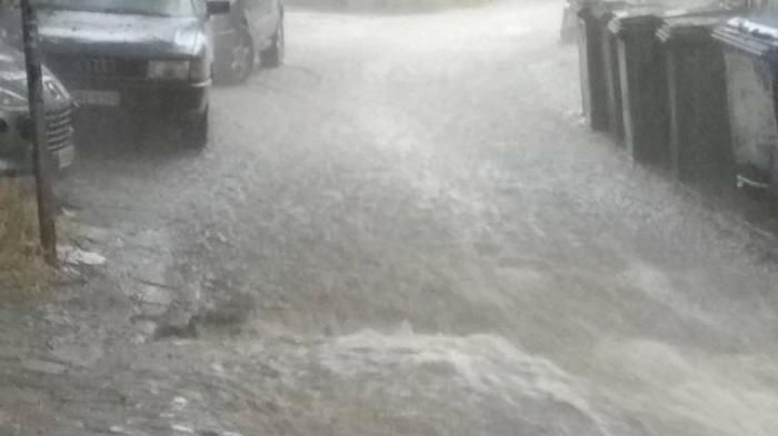 EKTAKTO: Αγνοείται γυναίκα στη Θεσσαλονίκη – Παρασύρθηκε από τα νερά! (vid) | Panathinaikos24.gr