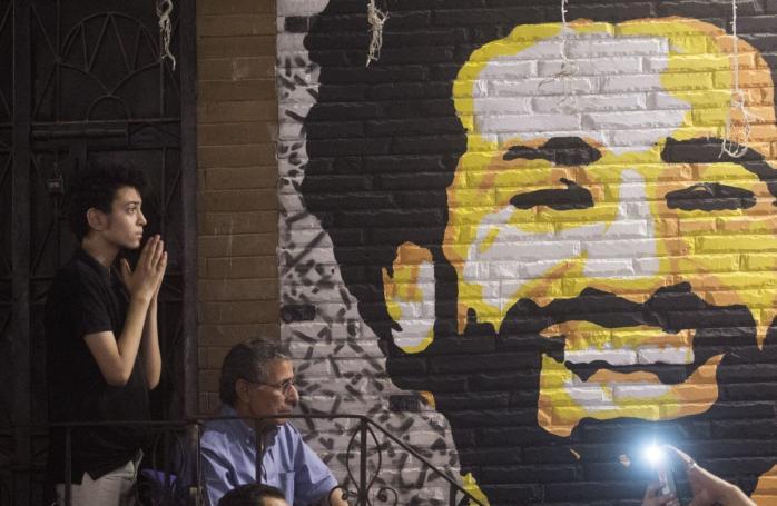Ανατριχιαστικές φωτογραφίες: Ένα έθνος προσεύχεται για τον Σαλάχ (pics) | panathinaikos24.gr