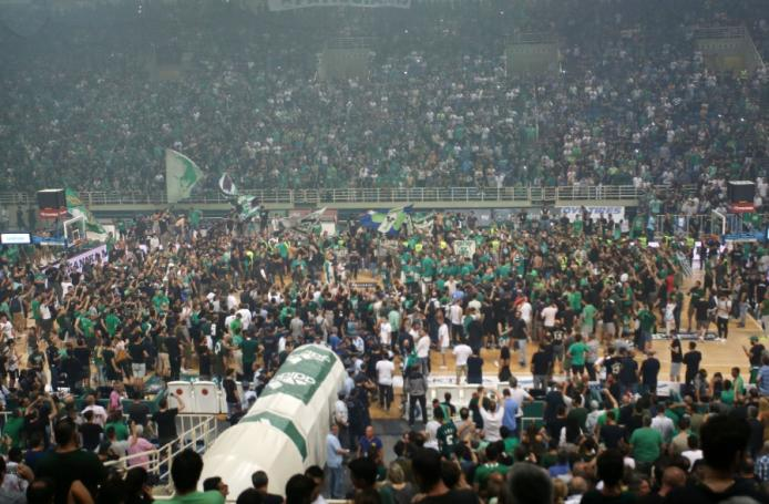 Τρέλα: Η καλύτερη φωτογραφία από την εξέδρα στον πέμπτο τελικό! (pic) | panathinaikos24.gr