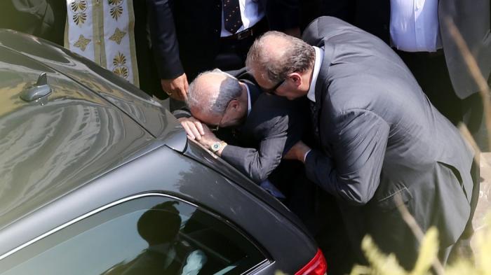 Συγκλονίζει η εικόνα του Θανάση στην κηδεία του Παύλου Γιαννακόπουλου (pics) | panathinaikos24.gr
