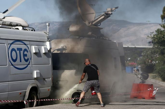 ΕΚΤΑΚΤΟ: Επεισόδια στο ΣΕΦ – Εκαψαν το βαν της cosmote tv! | panathinaikos24.gr