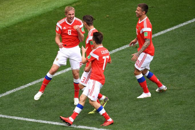 Το κάρφωσε ο Γκαζίνσκι – Το πρώτο γκολ του Μουντιάλ ανήκει στη Ρωσία! (vid) | panathinaikos24.gr