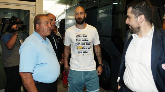 Επικό τρολάρισμα Τζέιμς για το μπλουζάκι του Σπανούλη (Pic)! | panathinaikos24.gr