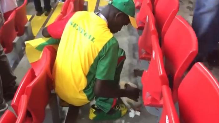 Τρομερή σκηνή: Σενεγαλέζοι καθαρίζουν την κερκίδα τους μετά τη νίκη επί της Πολωνίας! (vid) | panathinaikos24.gr