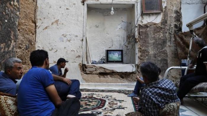 Ανατριχίλα: Είδαν τον τελικό σε βομβαρδισμένο σπίτι στην Συρία (pics)   panathinaikos24.gr