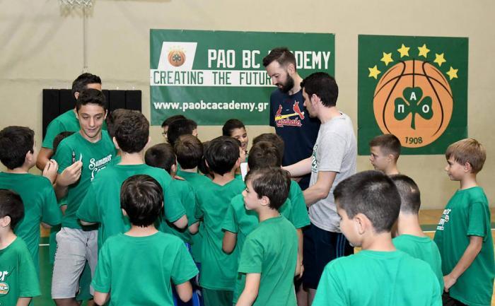 Η ανάρτηση του Βουγιούκα από τη σημερινή επίσκεψη του στο summer camp (Pic) | panathinaikos24.gr