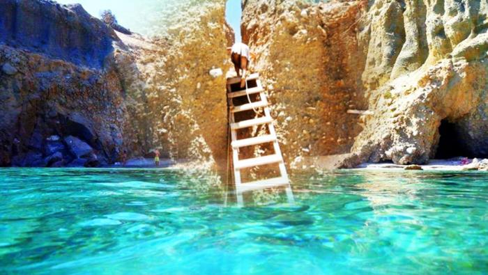 Ένα σκοινί και μια τρεμάμενη σκάλα: Θα ρίσκαρες τη ζωή σου για να πας στην ωραιότερη παραλία της Ελλάδας; (Pics) | panathinaikos24.gr