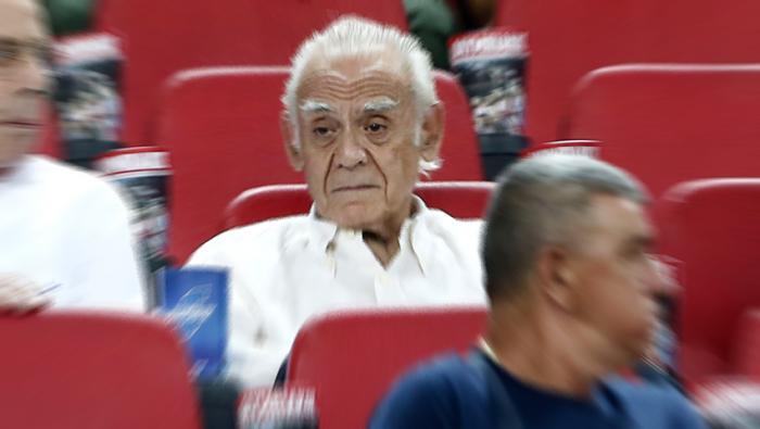 Ο Άκης στο Καραϊσκάκης: Οι 7 αγορές που έκανε κατά τη διάρκεια του αγώνα (Pics) | panathinaikos24.gr