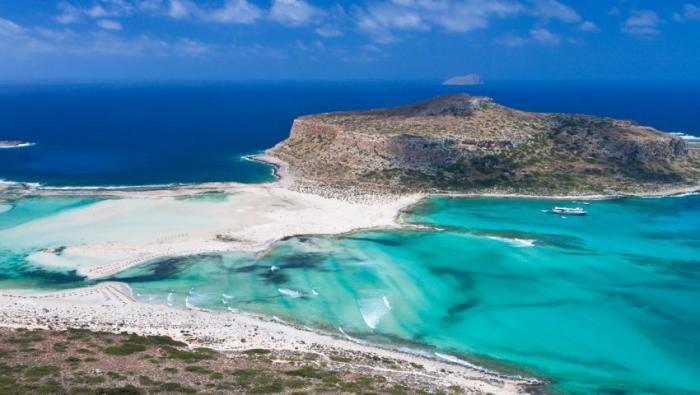 5 ελληνικές παραλίες που αλλοιώθηκαν από τον υπερβολικό κόσμο | panathinaikos24.gr