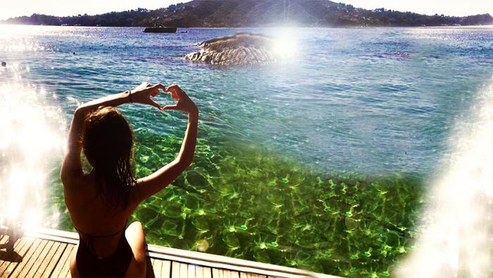 Όλες εκεί φέτος: Το ελληνικό νησί που έχει βουλιάξει από γυναίκες (Pics) | panathinaikos24.gr