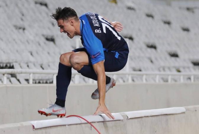 UEFA EUROPA LEAGUE: Παίκτης της Ζυρίχης πανηγύρισε, έπεσε στην τάφρο και έγινε viral (pics&vids) | panathinaikos24.gr