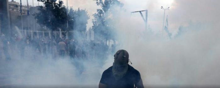 Ένταση στο συλλαλητήριο για τη Μακεδονία: Πετροπόλεμος και χημικά! (vid) | panathinaikos24.gr