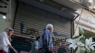 Ακροδεξιοί έξω από το κοσμηματοπωλείο που σκοτώθηκε o Ζακ Κωστόπουλος (vid)