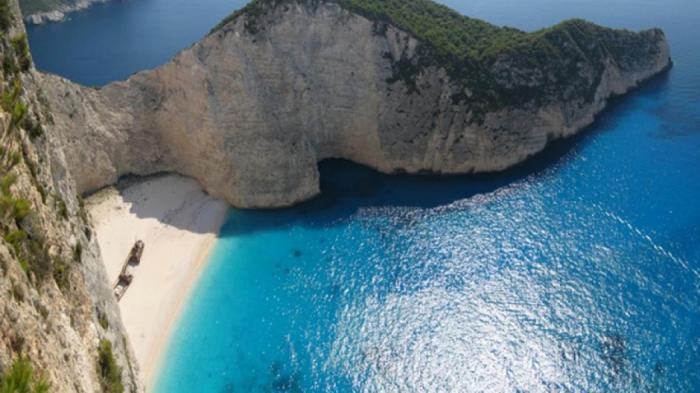Το βίντεο την ώρα της κατολίσθησης στην παραλία του Ναυαγίου | panathinaikos24.gr