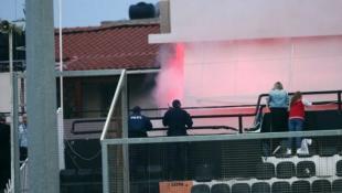 Βίντεο: Επίθεση Ολυμπιακών σε καφενείο φίλων του ΟΦΗ!