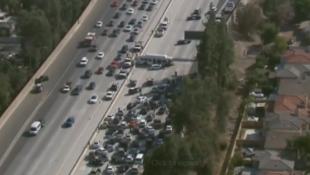 Χάος σε αυτοκινητόδρομο – Τροχαίο με 25 τραυματίες (BINTEO)