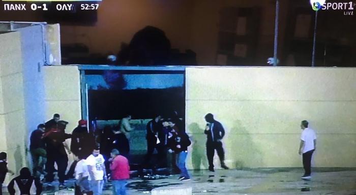 Ξύλο οπαδών του Ολυμπιακού με την αστυνομία στην Πάτρα και χρήση δακρυγόνων (pics) | panathinaikos24.gr