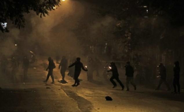 Πεδίο μάχης τα Εξάρχεια – «Βροχή» από μολότοφ (vid) | panathinaikos24.gr